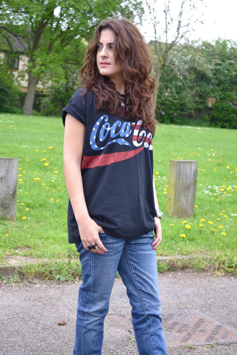 outfit - the coca cola tshirt fashion