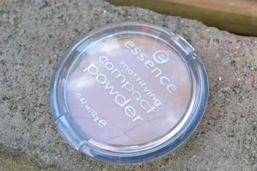 Essence Mattifying Compact Powder – Perfect Beige 04