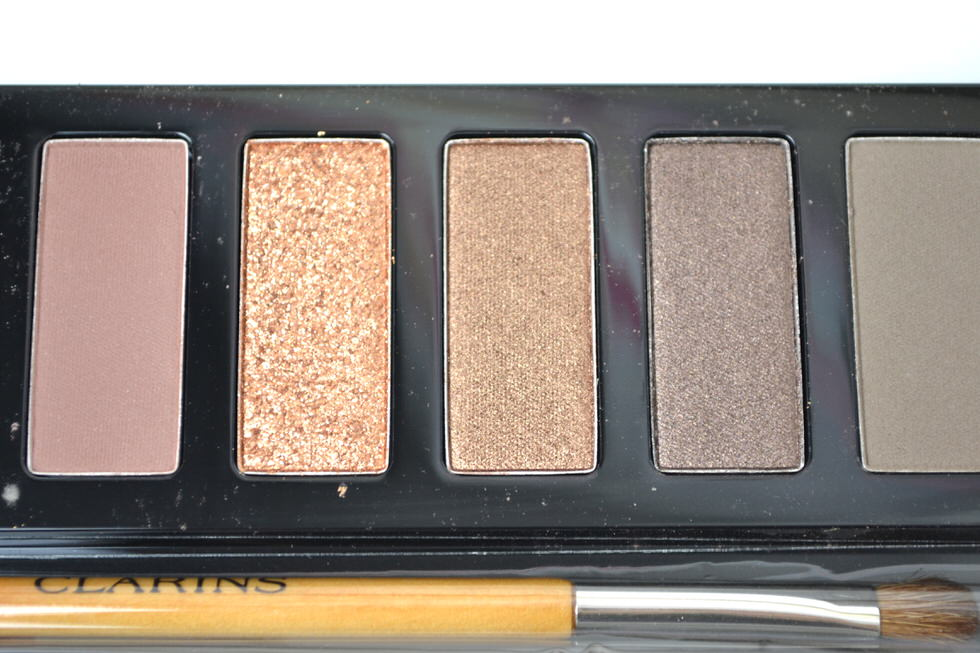 Clarins the essentials eye makeup palette - chairtmas make-up blogger review