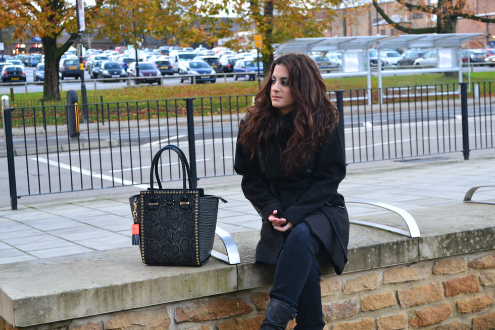 Paul's Boutique Fashion Blogger - Mila Handbag Black and Grey
