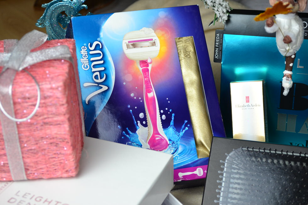 Gifts for her - Gilette, Venus, Olay Razor