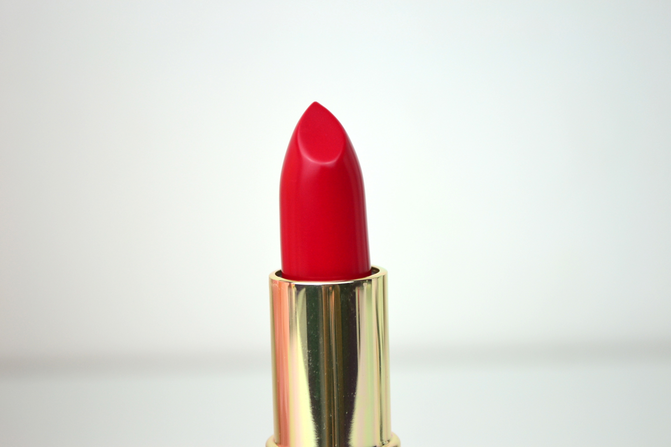 Joan Collins Timeless Beauty - Divine Lips - Helene Review