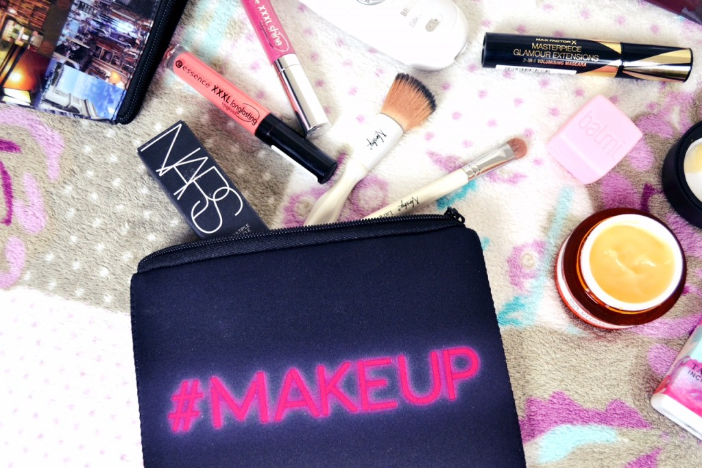 pack your makeup for travel