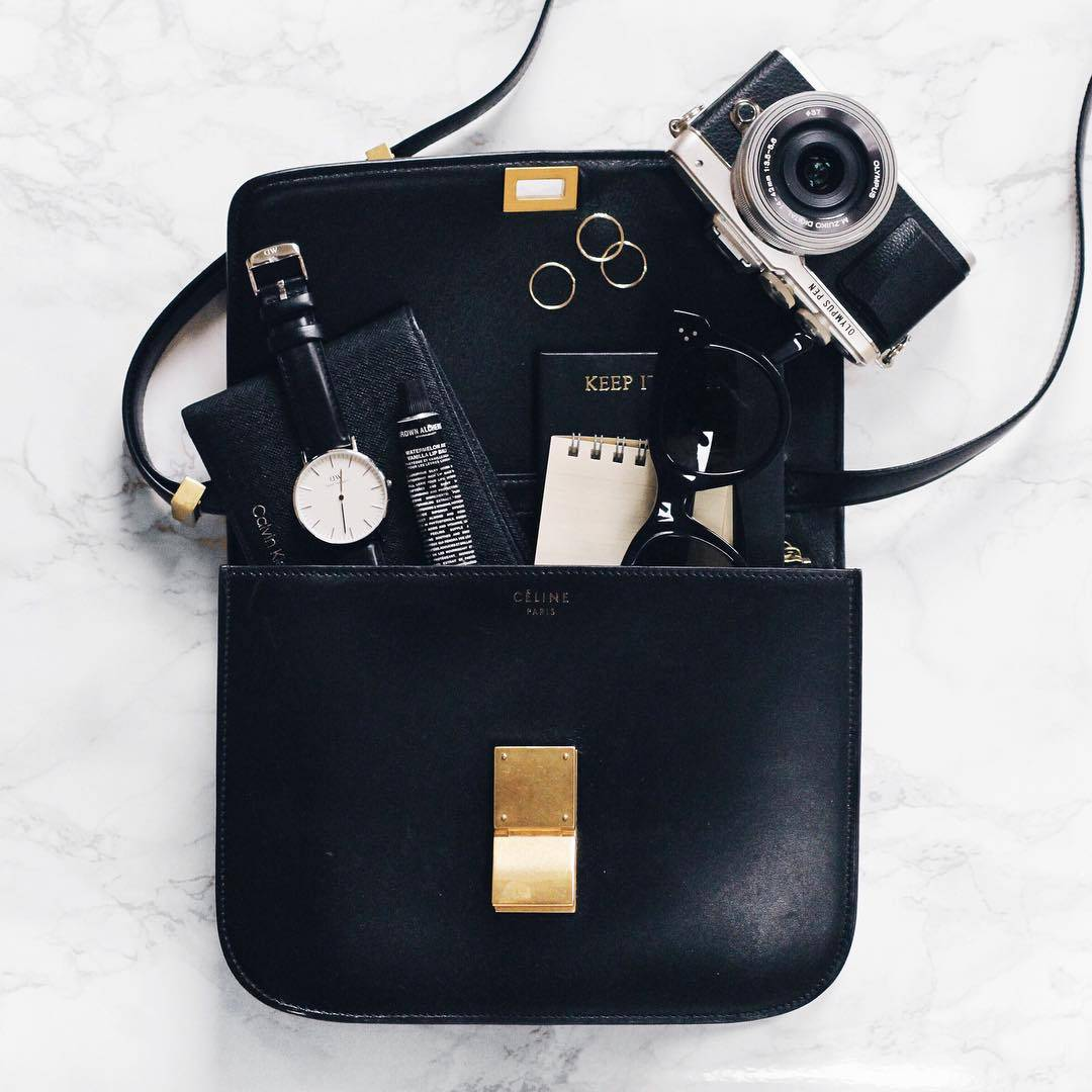blogger-handbag-essentials
