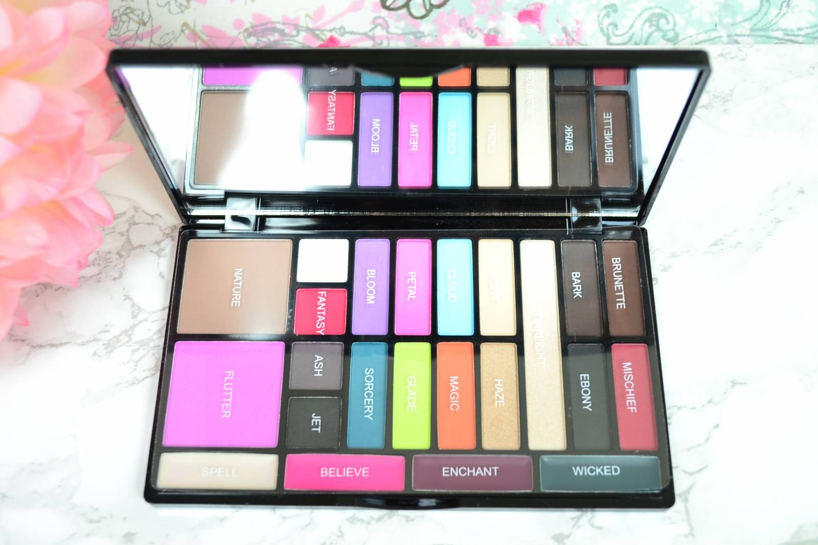 freedom-makeup-house-of-glamdolls-palette-review
