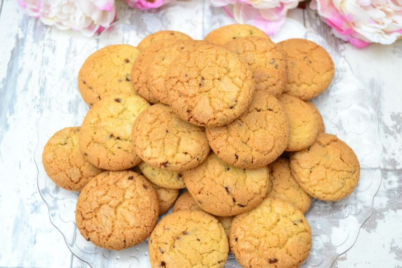 How To Make The BEST Chocolate Chip Cookies (Recipe)