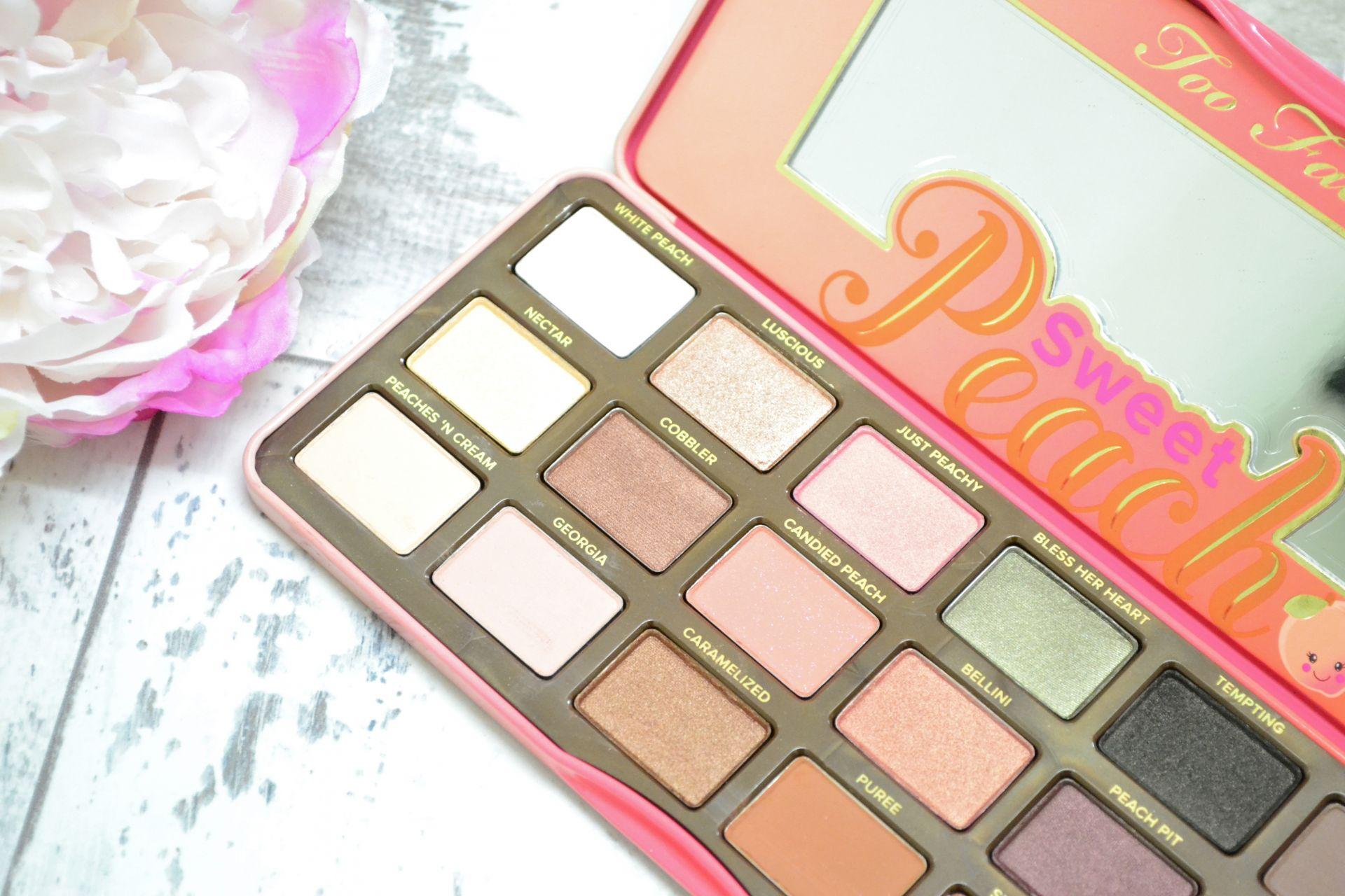 too-faced-sweet-peach-eyeshadow-palette-2018