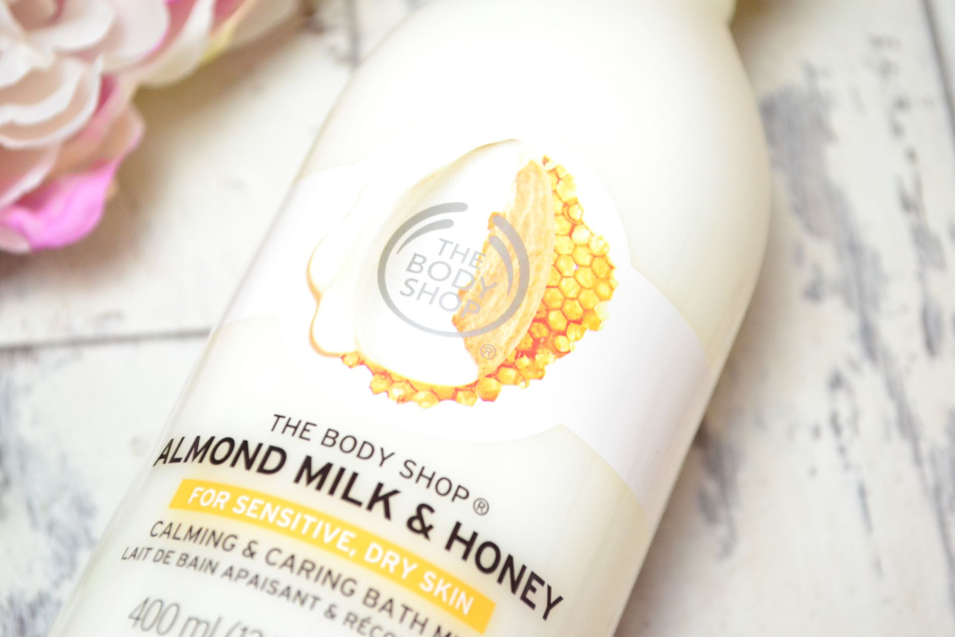 the-body-shop-almond-honey-bath-creme