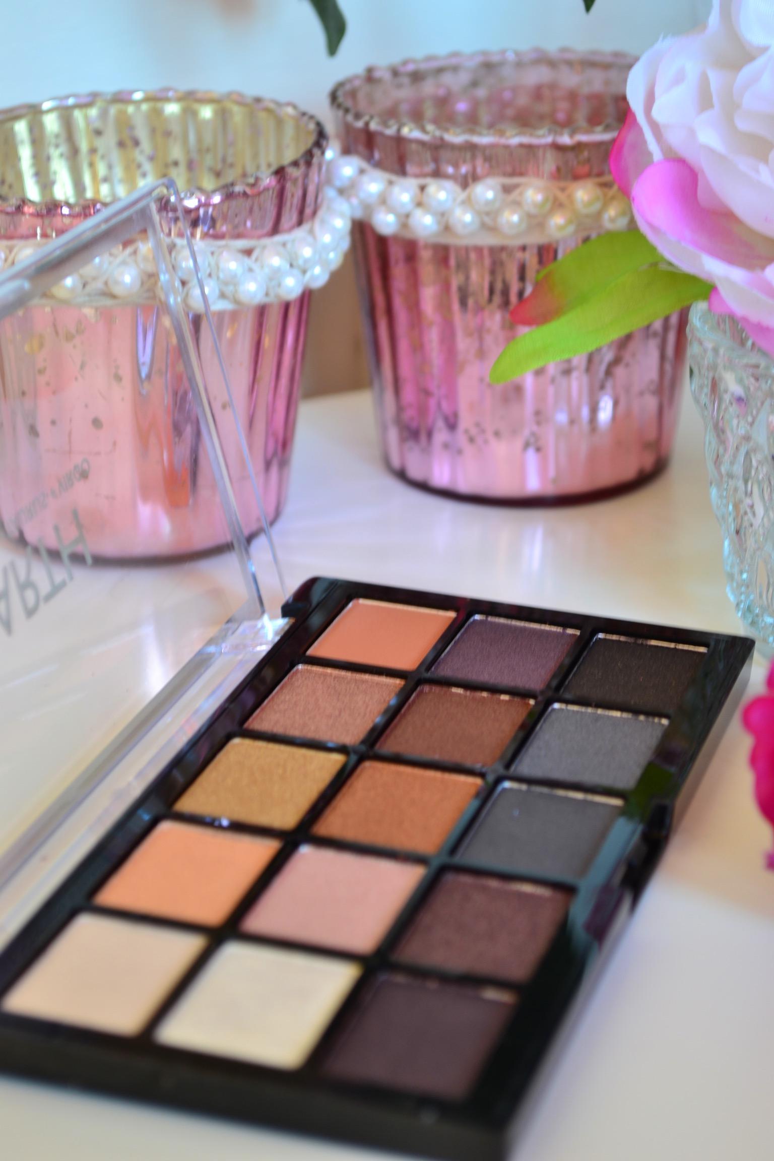 2018-makeup-revolution-eyeshadow-palette