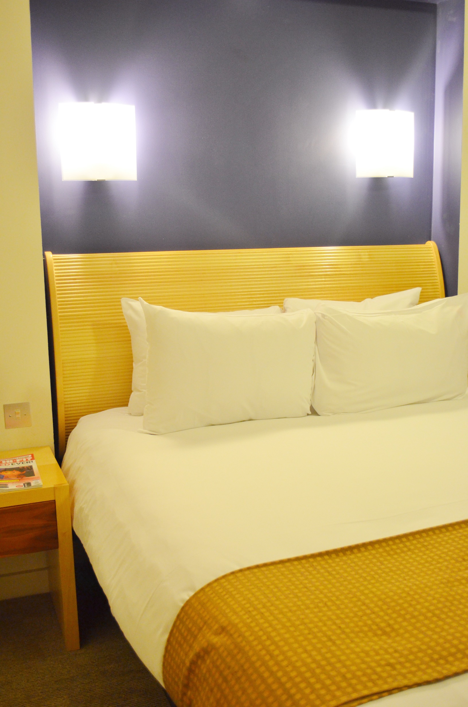 holiday-inn-executive-bed