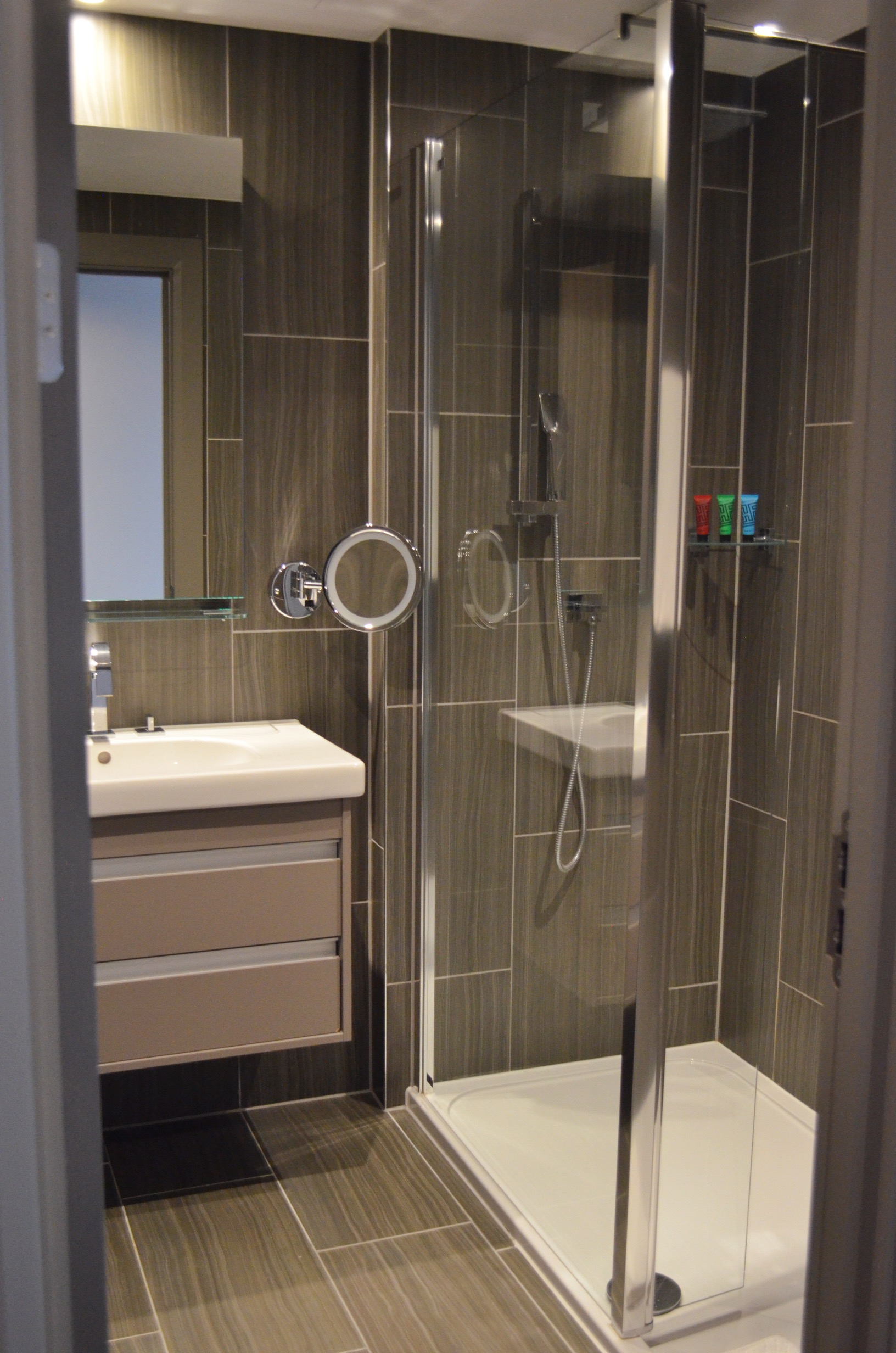 the-courthouse-hotel-bathroom-review
