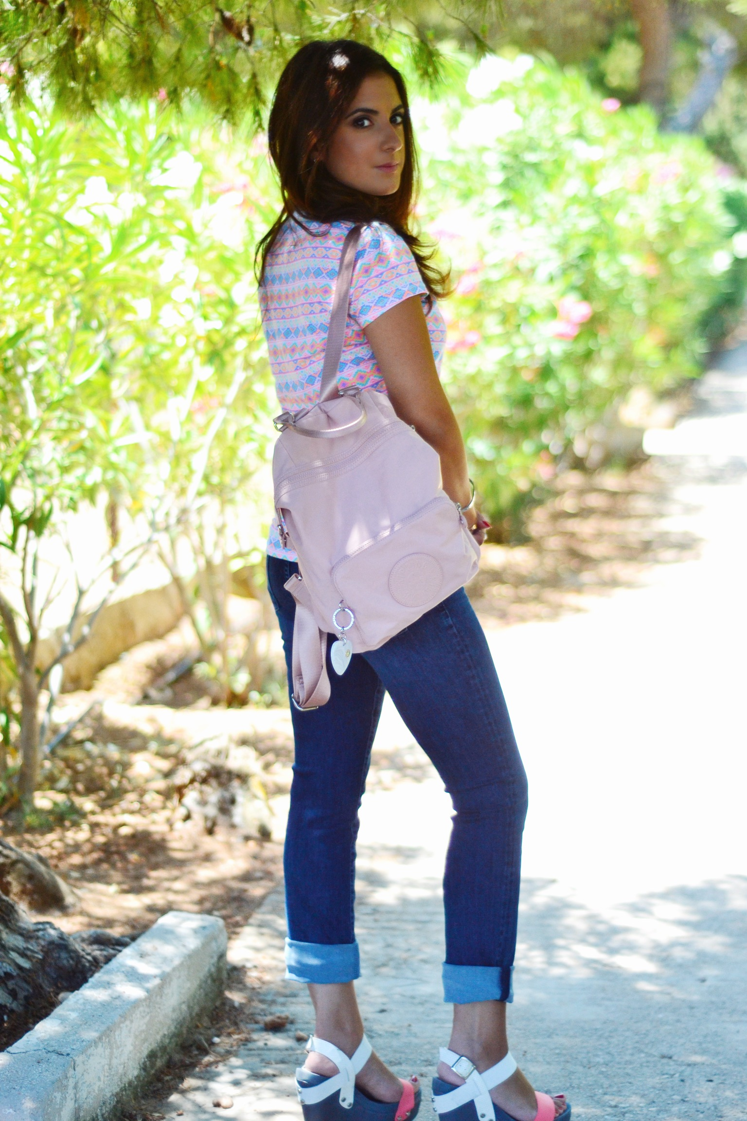 outfit-backpack-pink