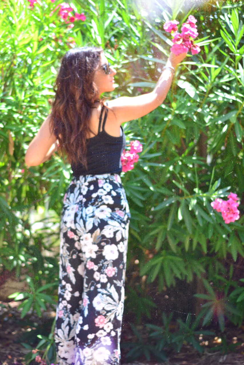 floral-wide-leg-trousers-fashion-blogger
