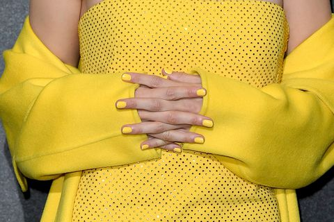 gigi-hadid-neon-yellow-nails