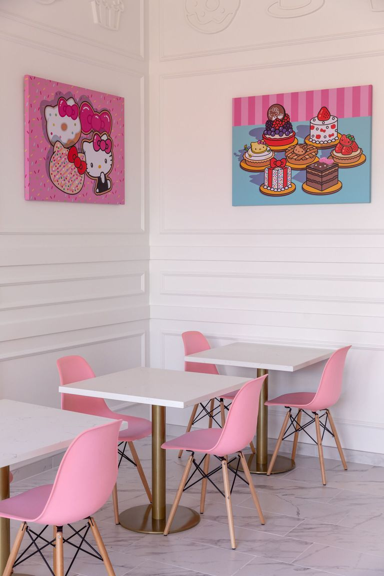 hello-kitty-cafe-inside