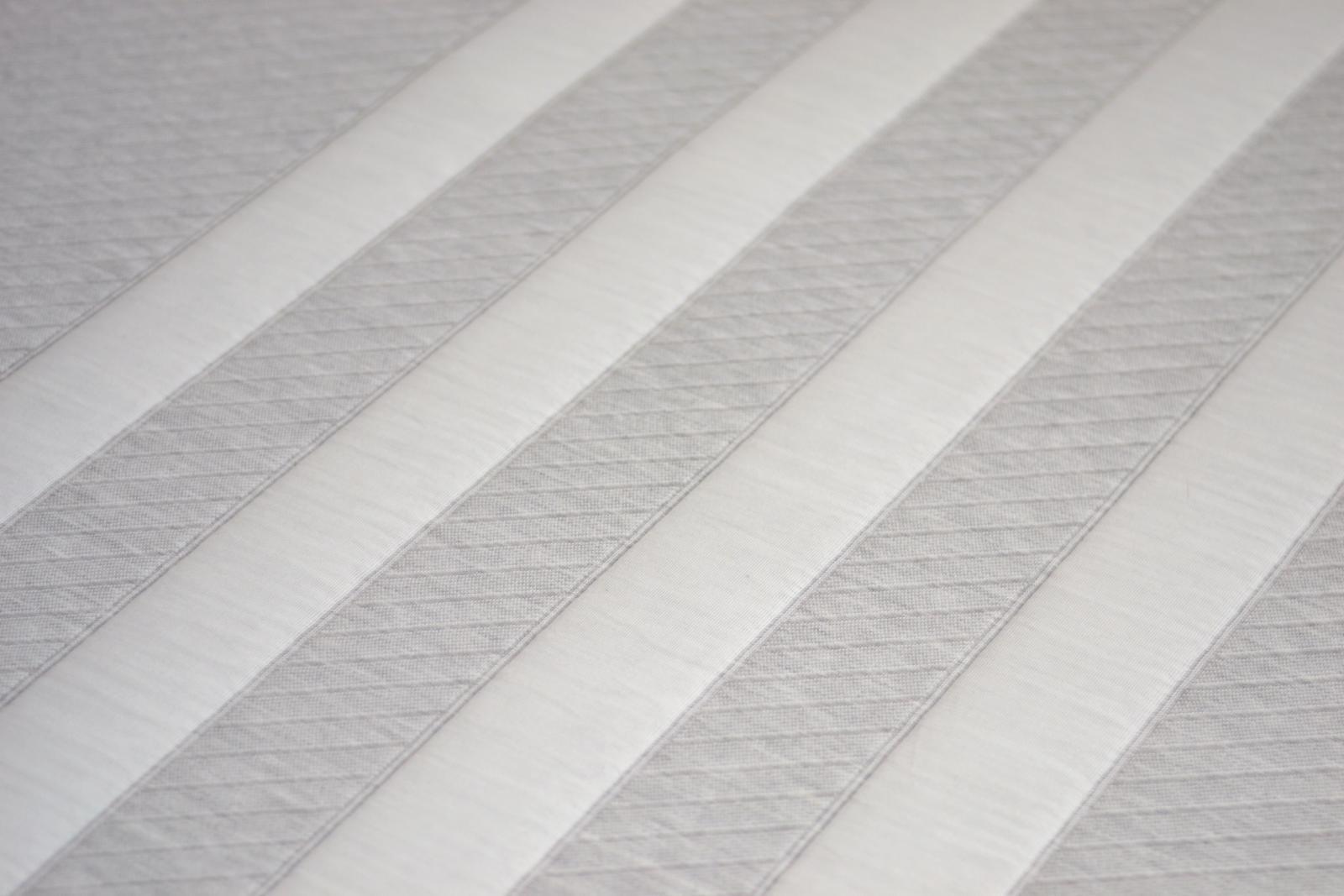leesa-four-stripe-deisgn