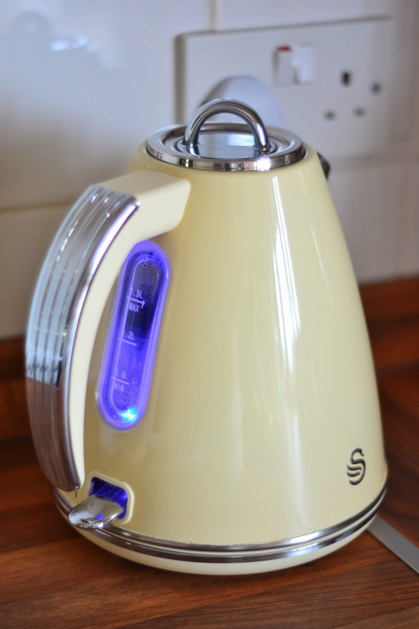 swan-retro-kettle