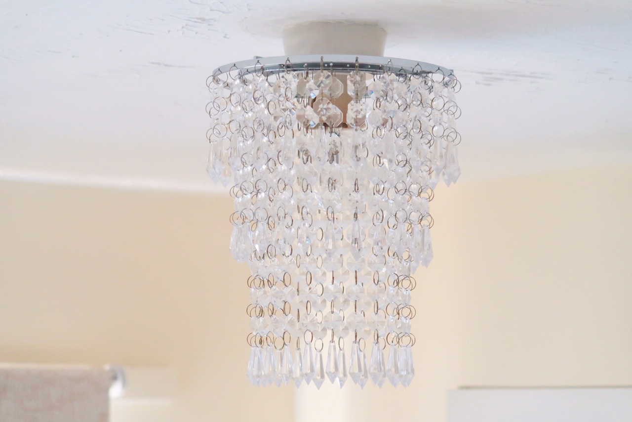 iconic-lights-chandelier-home-blogger