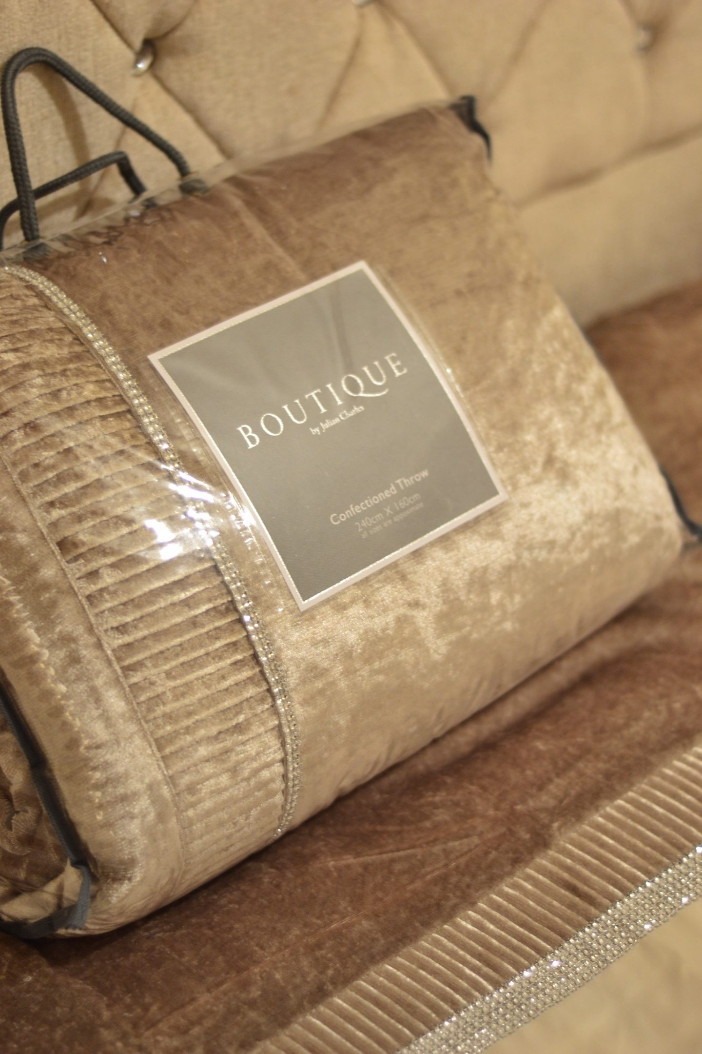 julian-charles-boutique-throw