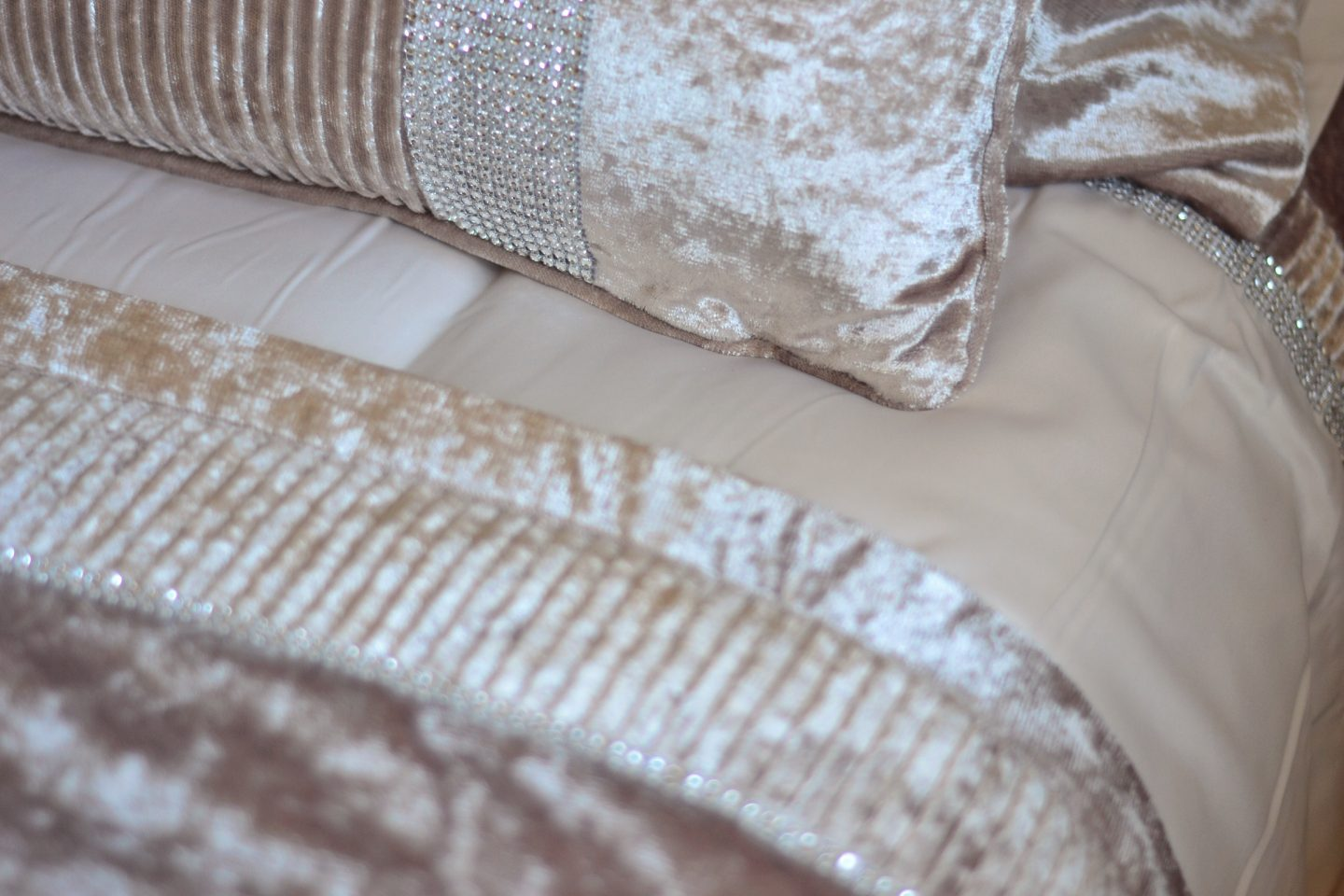 julian-charles-crushed-velvet-bedding