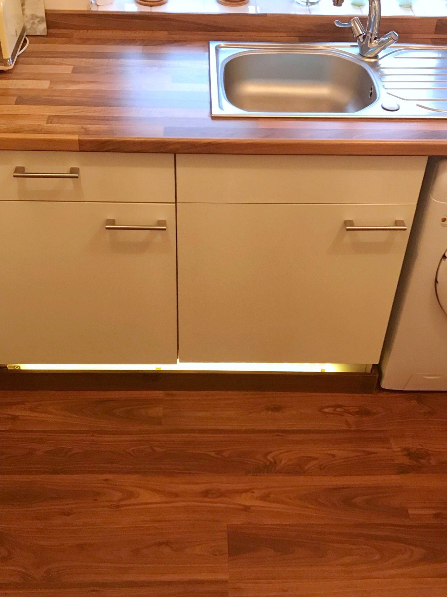 kitchen-decor-wooden-flooring