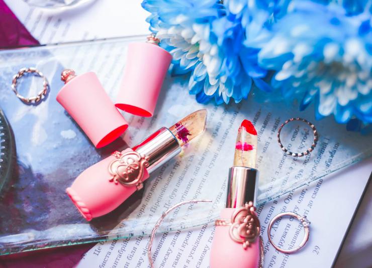 pink-lipstick-blogger