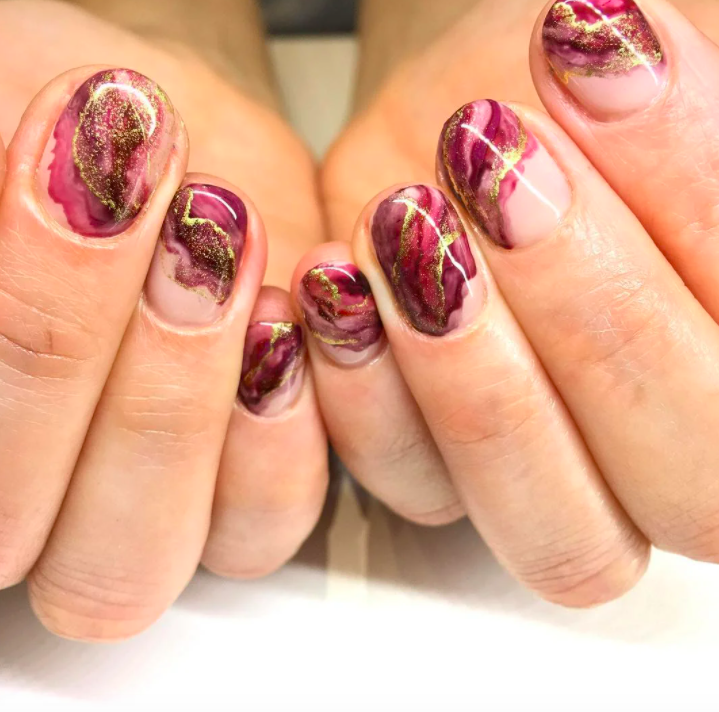 marble-nail-trends-autumn-2020